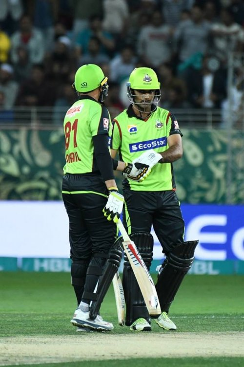 Perfect 10 for Lahore! Qalandars are 94 without a loss after 10 overs.