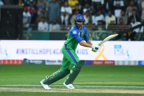 Shoaib Malik leading from the front as he brings up his fifty. Sultans need 60 in last five overs while Kings must be looking for Malik's wicket.