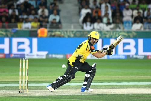 Kami Akmal continues with his great #HBLPSL form. Zalmis are 73 for 1 after 10 overs. What can be the fighting total here?